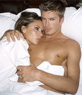 David ve Victoria Beckham Herkes David'in Rebecca Loos ile yasak aşk skandalını konuşurken o eşi Victoria ile Fransız Alpleri'nde kameraların önüne geçmiş ve mutluluk pozları vermişti.
